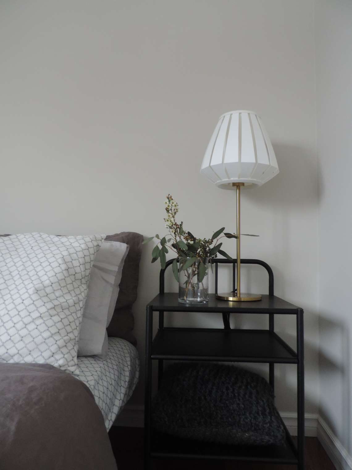 master bedroom home staging, scandinavian style, modern style